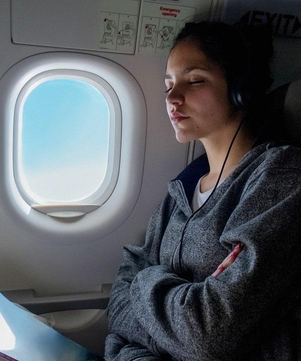 چسبیدن به صندلی در هواپیما